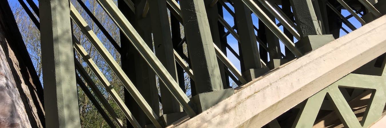 Holt Fleet Bridge intersecting cast iron struts
